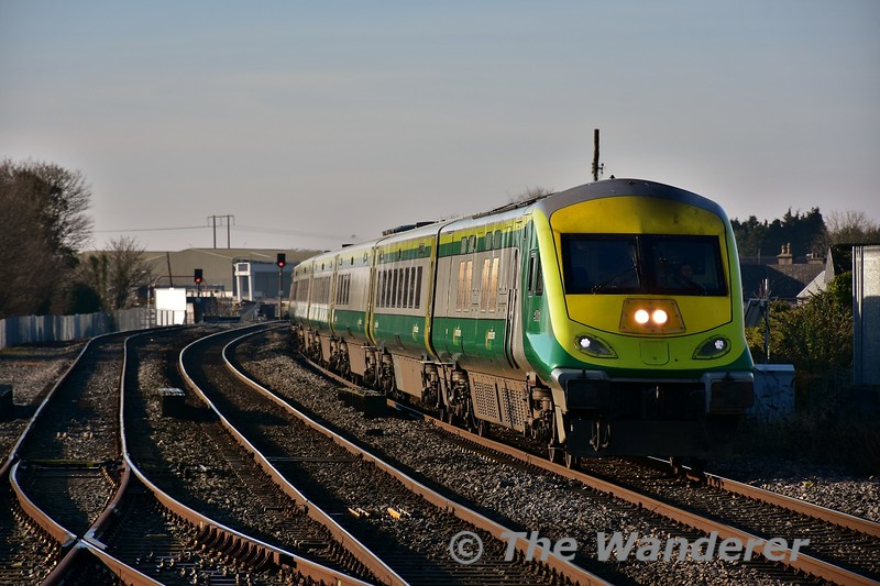 MKIV GC 4001 leads the 0920 Cork - Heuston into Portlaoise. Mon 23.01.17