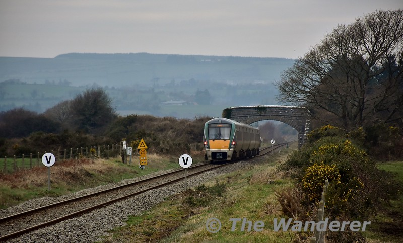 22014 heads towards Farranafore with the 1325 Mallow - Tralee at Knockeenduff. Note the advanced warning board for a 25MPH TSR. Sat 21.01.17