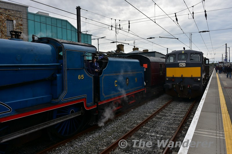 088 followed the Steam Special out light engine. It will now couple up to the Dublin end of the train. Sun 28.05.17