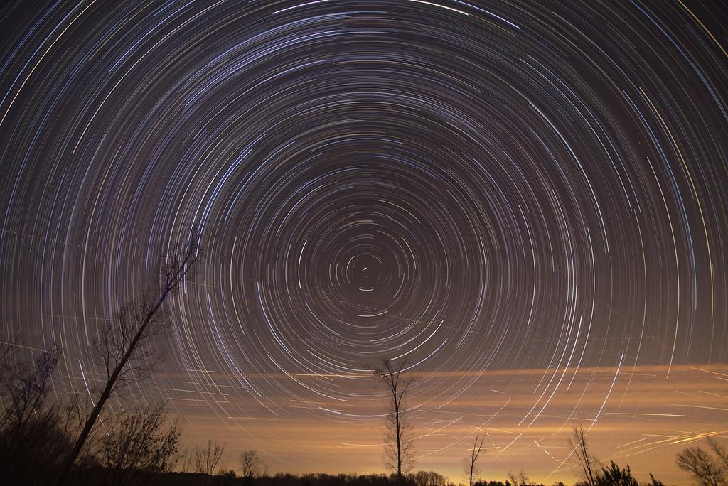 Cumulative time lapse of star trails in night sky