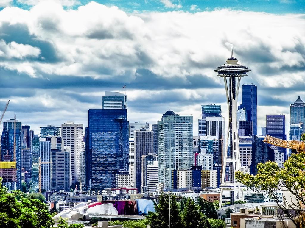 SEATTLE WASHINGTON CITYSCAPE SKYLINE ON PARTLY CLOUDY DAY