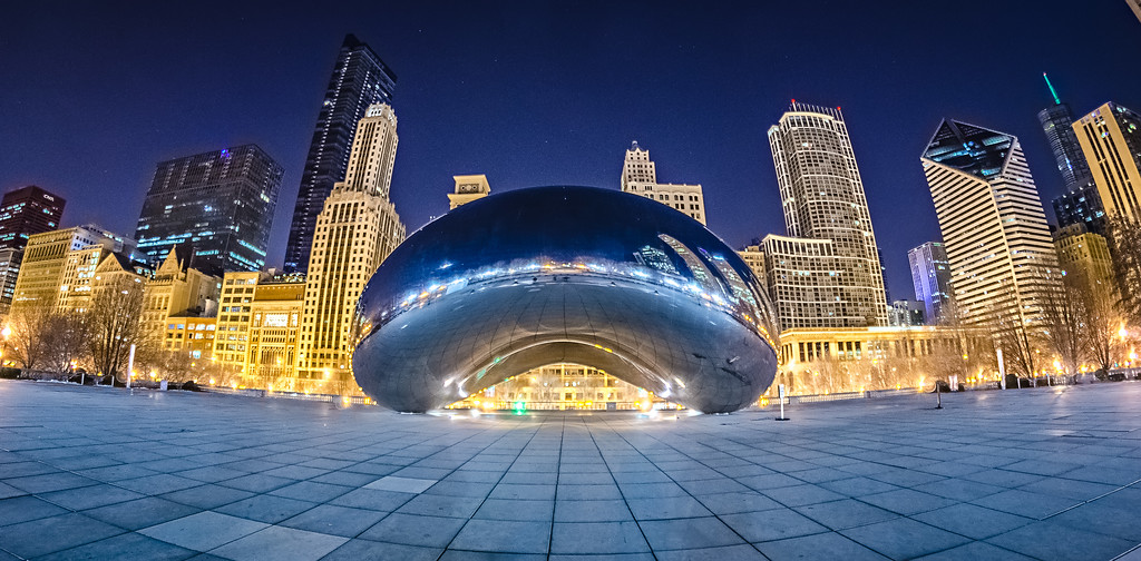 millenium park and cloud gate the bean downtown chicago