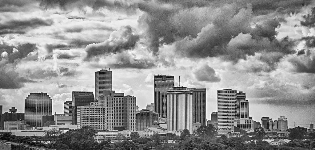 new orleans louisiana city skyline and street scenes