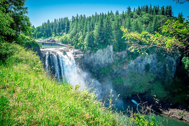 view of snoqualme water falls in washington state