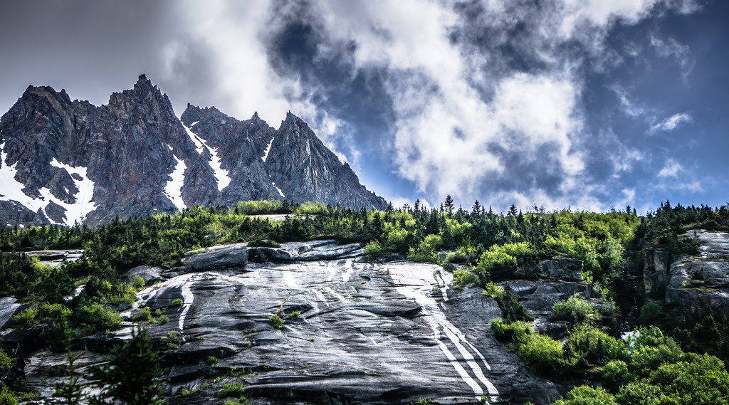 mountain range inn british columbia alaskan rockies