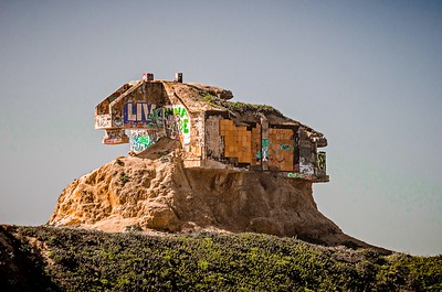 old abandones structure on devils slide cliffs on pacific ocean coast
