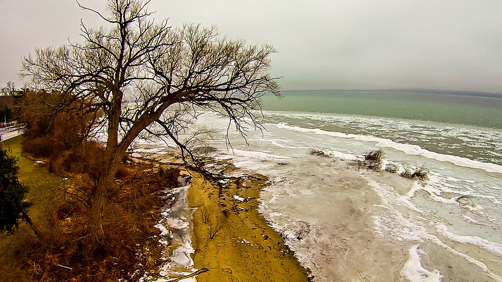 grand traverse bay in state of michigan froszen in march