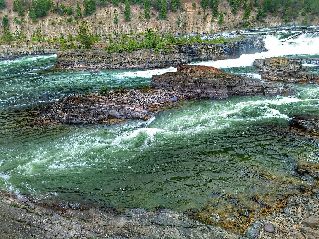 kootenai river waterfalls in montana state