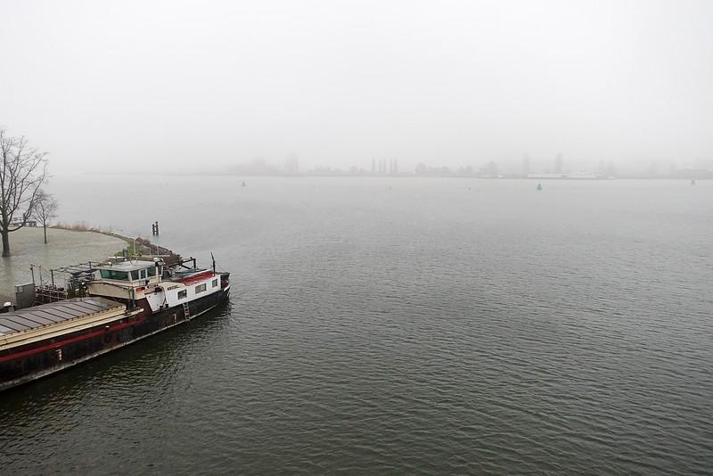 Nederland, Amsterdam, Amsterdam Oost, uitzicht op het Amsterdam Rijn kanaal vanaf de Pythonbrug, , 1 januari 2017, foto: Katrien Mulder