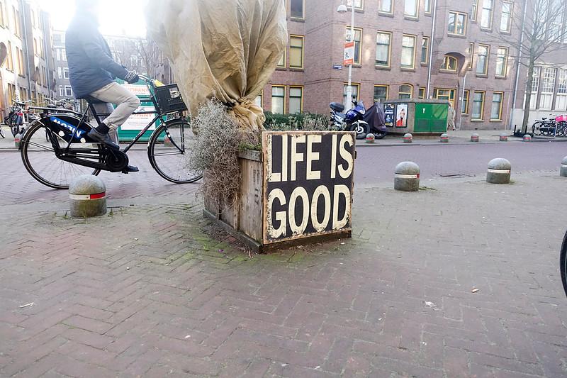 Nederland, Amsterdam, Amsterdam oost,  Javastraat, Life is good, 6 januari 1017, foto: Katrien Mulder