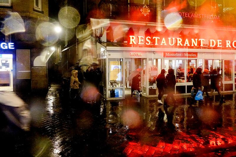 Nederland, Amsterdam, Damrak, 12 januari 2017, regen, foto: Katrien Mulder