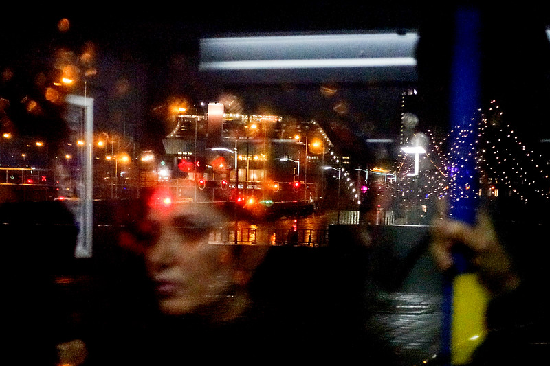 Nederland, Amsterdam, Prins Hendrikkade, 12 januari 2017, regen vanuit de bus, foto: Katrien Mulder
