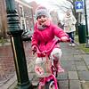 Nederland, Weesp, roze meije op roze fiets, 23 januari 2017, foto: Katrien Mulder