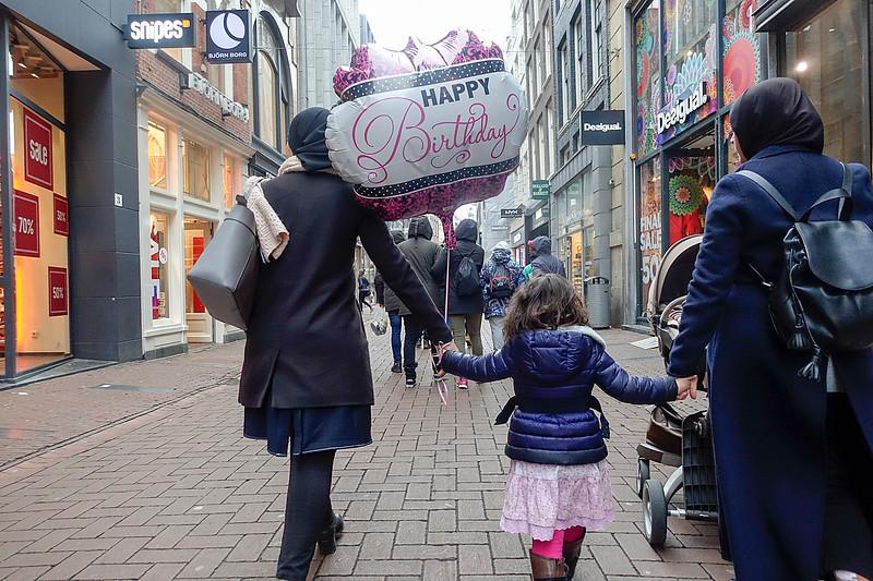 Nederland, Amsterdam, jarig in de Kalverstraat, 25 januari 2017, foto: Katrien Mulder