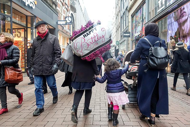 Nederland, Amsterdam, 25 januari 2017, jarig in de Kalverstraat, foto: Katrien Mulder