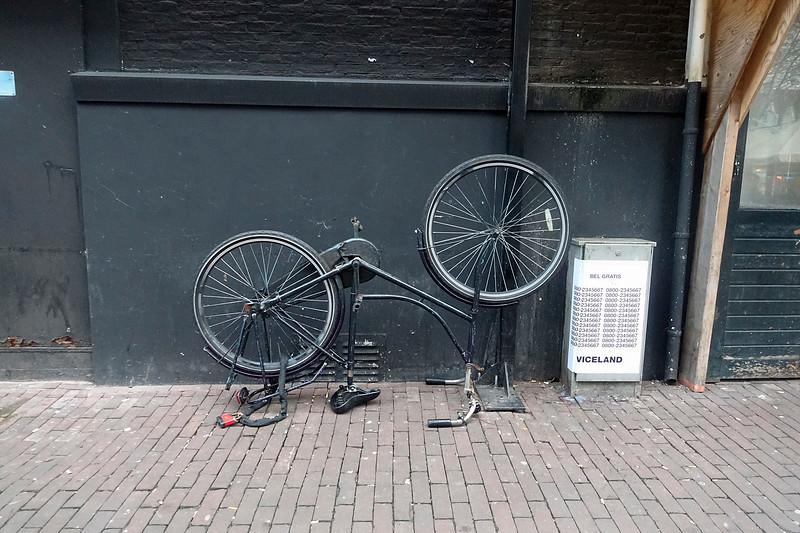 Nederland, Amsterdam, achtergelaten fietswrak, 25 januari 2017, foto: Katrien Mulder
