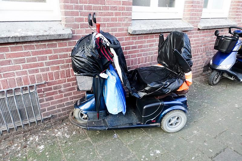 Nederland, Amsterdam, in plastic gehulde scootmobiel, 26 januari 2017, foto: Katrien Mulder