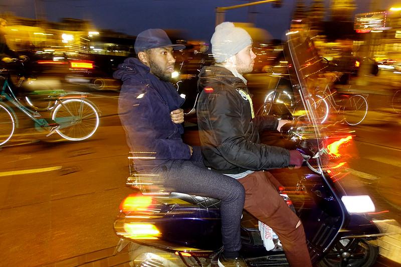 Nederland, Amsterdam, 2 mannen op een scooter, 28 januari 2017, foto: Katrien Mulder