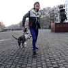 Nederland, Amsterdam, vrouw en hond bij Multatuli, 18 februari 2017, foto: Katrien Mulder