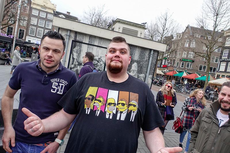 Nederland, Amsterdam, Rembrandtplein, Britse mannen vieren een vrijgezellenfeestje,British men celebrating a bachelor party, 4 maart 2017, foto: Katrien Mulder