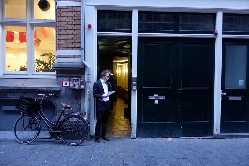 Nederland, Amsterdam, reunisten van het  dispuut B.E.E.T.S  van het Amsterdamse Studenten Corps worden ontvangen  in het clubgebouw in de Warmoesstraat, 17 maart 2017, foto: Katrien Mulder