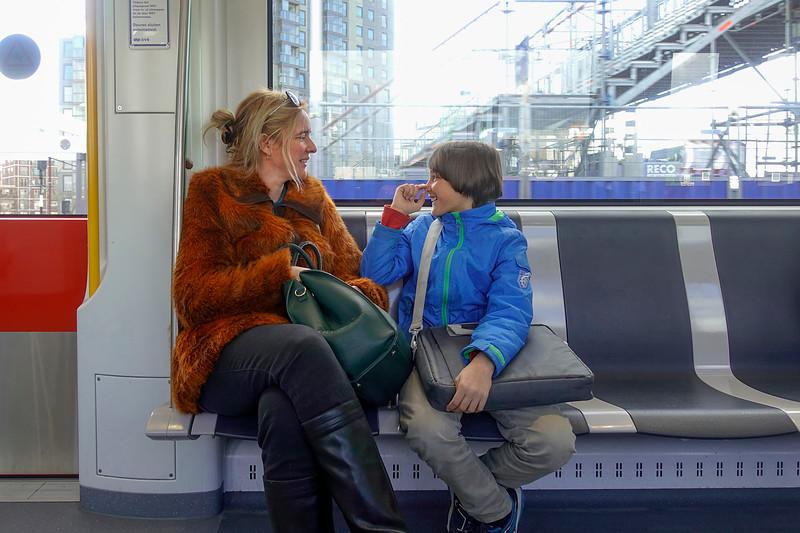 Nederland, Amsterdam, in de metro, 17 april 2017, foto: Katrien Mulder