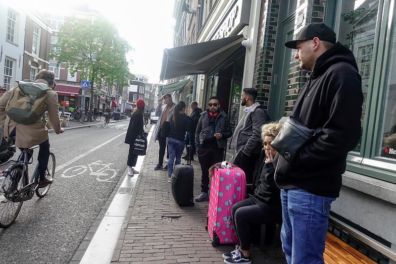 Nederland, Amsterdam, toeristen in de Haarlemmerstraat; 22 april 2917, foto: Katrien Mulder