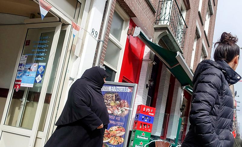 Nederland, Amsterdam, Amsterdam Oost, straatbeeld, 25 april 2017, foto: Katrien Mulder