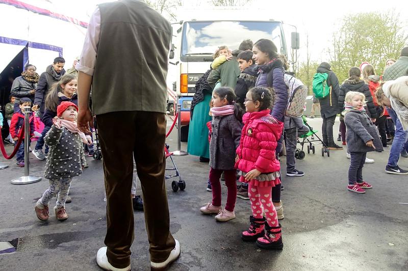 Nederland, Amsterdam, Amsterdam Oost, na afloop van het programma van Magic Circus in het Oosterpark, 25 april 2017, foto: Katrien Mulder