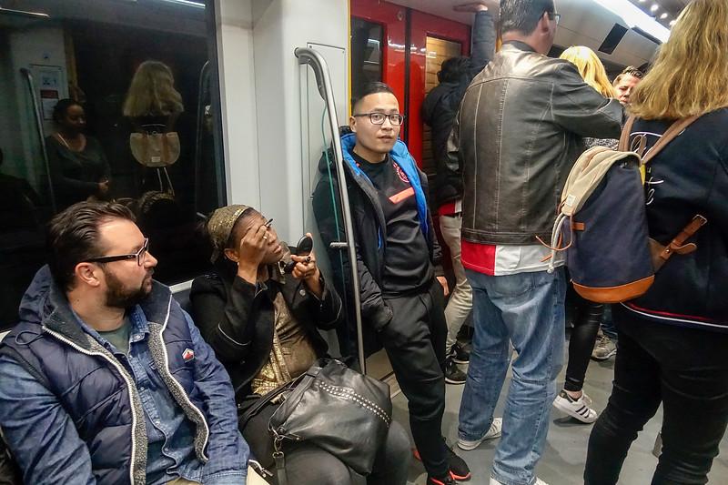 Nederland, Amsterdam, 3 mei 2017, volle metro, foto: Katrien Mulder