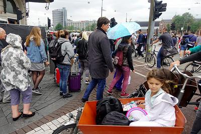 Nederland, Amsterdam, drukte hoek Damrak Prins Hendrikkadeh28 juni 2017, foto: Katrien mulder