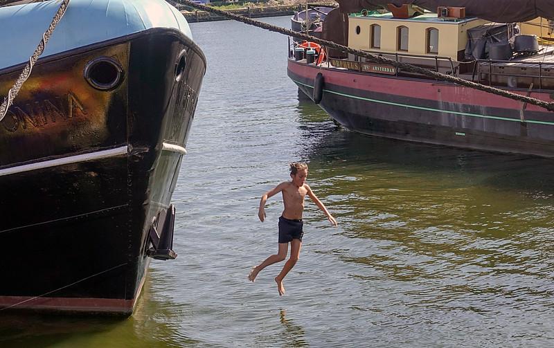 Nederland, Amsterdam, zwemmen in open water in het Oostelijk Havengebied,5 juli 2017, foto: Katrien Mulder