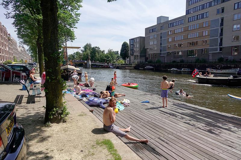 Nederland, Amsterdam, zwemsteiger Entrepotdok, 9 juli 2017. foto: Katrien Mulder