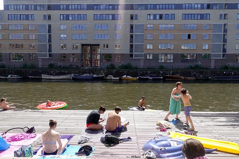 Nederland, Amsterdam, xwemsteiger Entrepotdok, 9 juli 2017. foto: Katrien Mulder