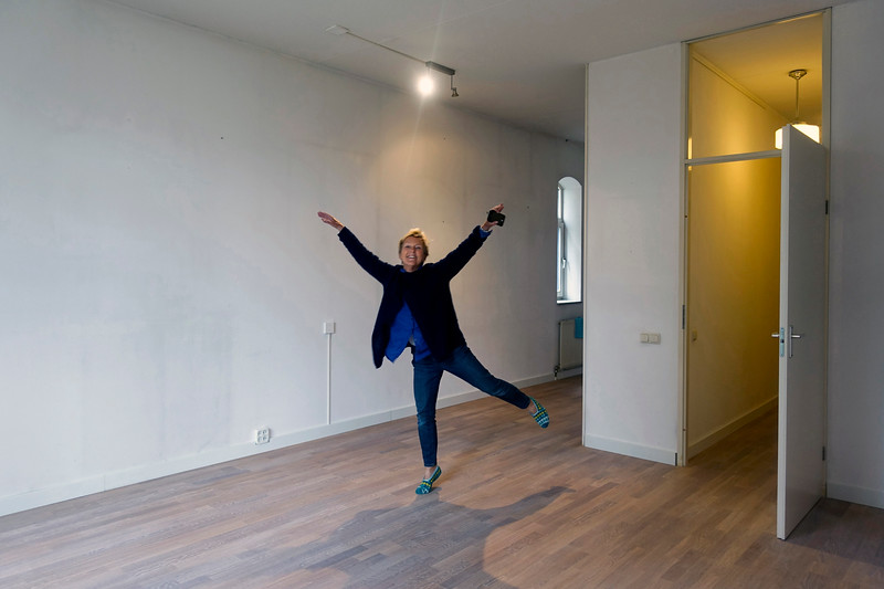 Nederland, Amsterdam, 6 september 2017, Na 27 jaar neemt de buurvrouw haar woning onder handen. foto: Katrien Mulder