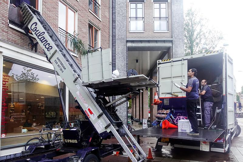 Nederland, Amsterdam, Javaplein, verhuizing, 11 september 2017, regen, foto: Katrien Mulder