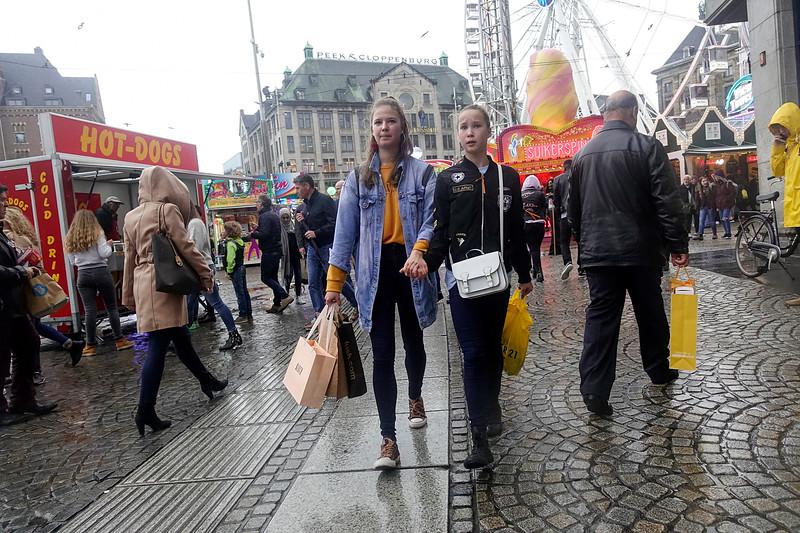 Nederland, Amsterdam, 20 oktober 2017, verregende kermis op de Dam , foto: Katrien Mulder
