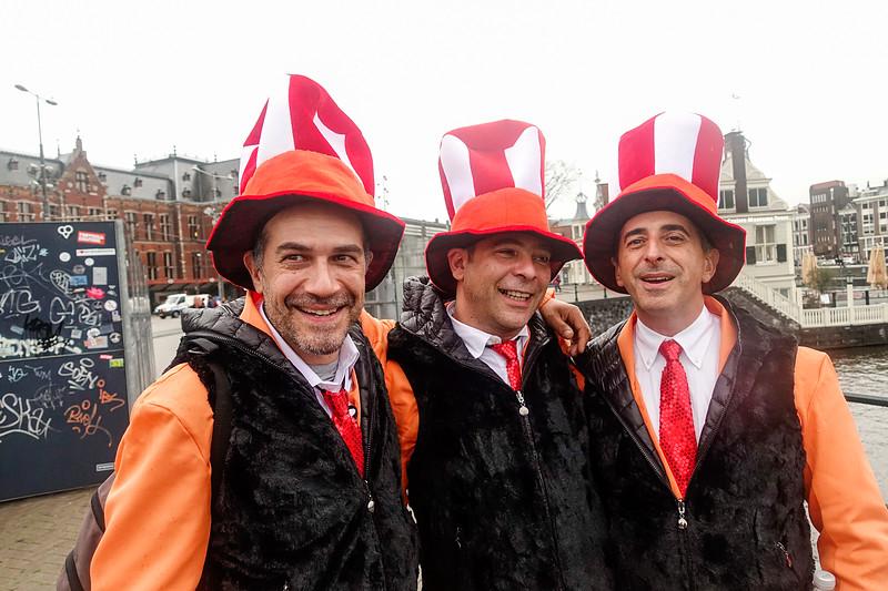 Nederland, Amsterdam, 20 oktober 2017, drie Italianen uit Milaan, verkleed als Nederlanders, foto: Katrien Mulder