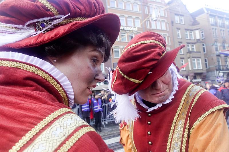Nederland, Amsterdam, 19 november 2017, intocht van Sinterklaas, voor het eerst zonder zwarte Pieten, maar met Pieten  die spaanse edellieden moeten voorstellen, het zijn voor het grootste deel vrouwen. Foto: Katrien Mulder