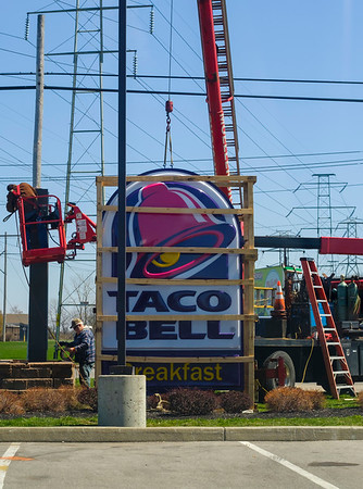JOED VIERA/STAFF PHOTOGRAPHER-Lockport, NY-A crew from Moeller Sign Service works on installing a new sign at Taco Bell on South Transit Road.