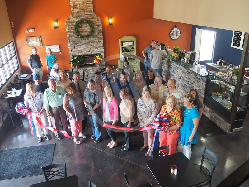 05-18-2017_WiredCoffeeCo_RibbonCutting_LJ_012