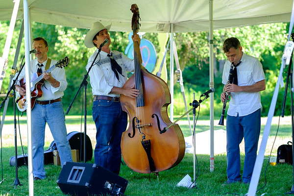 The Skiffle Ministrels perform outside of the Kenan Center for it's 50th Aniversary Community Day event. (Joed Viera/Lockport Union-Sun & Journal)