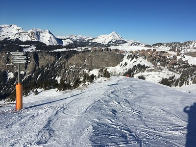 Grandes Coumbs run and Avoriaz in the distance.
