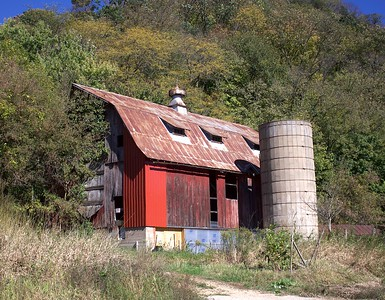 DA093,DP,Barn Outside Potosi in Fall