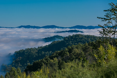 DA040,DN,Fog_Engulfs_Kentucky_Valley_Mountaintops