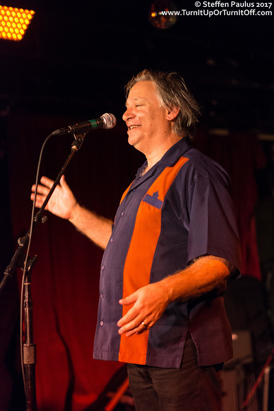 Jeff Cohen introducing The Pursuit Of Happiness @ Horseshoe Tavern, Toronto, ON, 27-October 2017