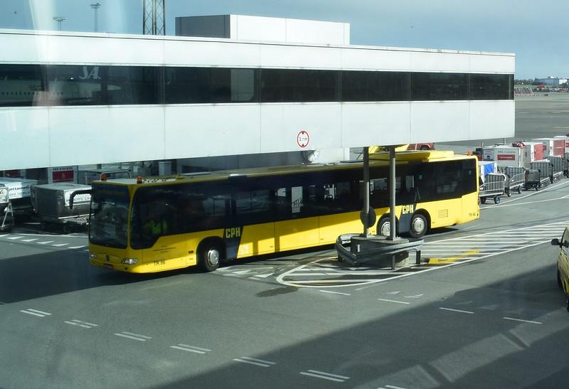 Copenhagen Airport tri-axle Mercedes Citaro RF22845 TR86.