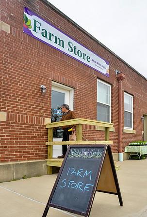 MET 042217 FARM STORE