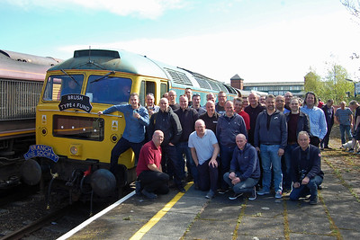 Seminar Time! A morlet collection of familiar faces pose alongside 47270 during a pathing stop at Llandudno Junction (22/04/2017)