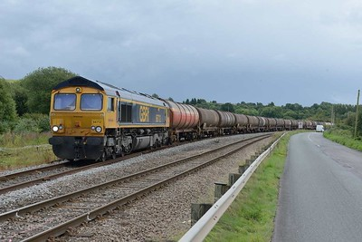 18 August 2017 :: 66712 has now cleared the road in order for 6B13 to enter the oil terminal at Westerleigh